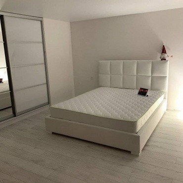 ⠀ ⠀Коли бачиш ліжко Ларс,